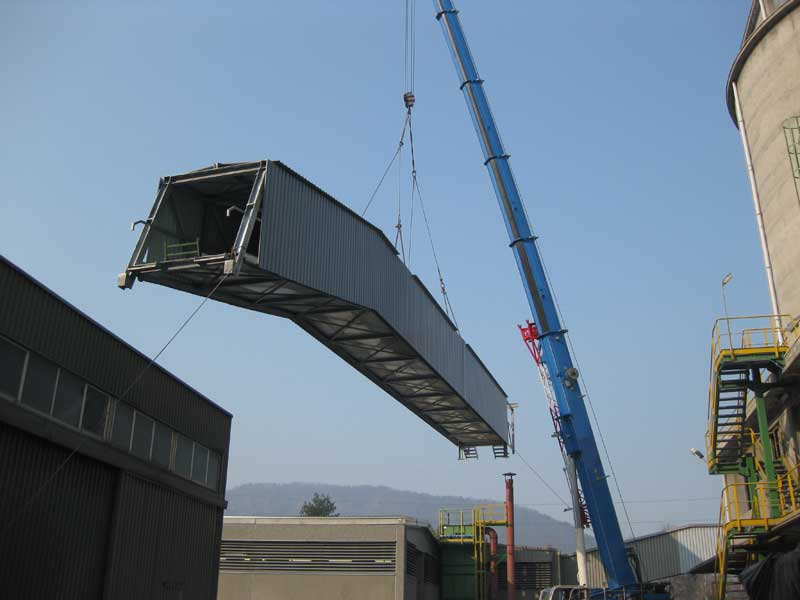 Assemblaggio, sollevamento e posizionamento galleria con all'interno nastro trasportatore misure 36 x 3 metri, peso 27 ton.